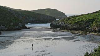 Marea baja en la playa de Poo