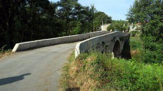 Ponte de Pedroso, último paso sobre el río Arnego