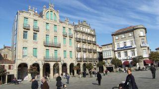 Praza de A Ferraría, junto al santuario de A Peregrina, gran espacio de encuentro urbano