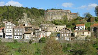 Saint-Privat-d'Allier, con el château al fondo
