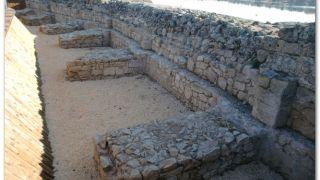 Detalle de los contrafuertes de la presa del Embalse de Proserpina