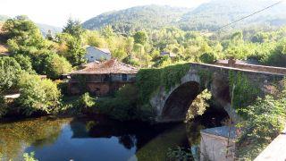 Puente medieval sobre el río Lor, en Barxa de Lor