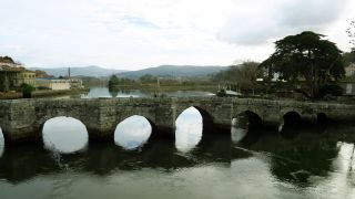Puente románico sobre el río Miñor, A Ramallosa