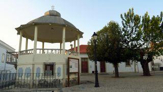 Quiosco de música en la plaza de Alvaiázere