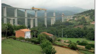 Vista de los viaductos de la nacional y de la autovía, El Rellayo