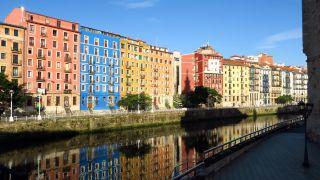 Ría de Bilbao desde el puente de San Antón