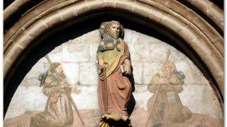 Imagen del santo en la portada de la iglesia de Santiago, Sangüesa