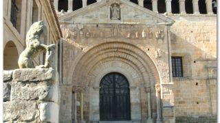 Portada de la Colegiata de Santa Juliana, Santillana del Mar