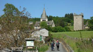 Vista de la torre del castillo a la llegada a Sénergues