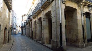 Soportales en el casco histórico de Chantada