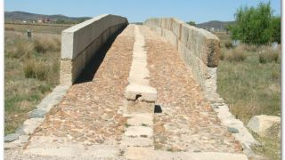 Puente medieval sobre el río Salor