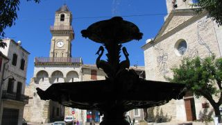 Plaza Gambetta y torre del Reloj, Vauvert