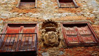 Blasón en una casona de Villafranca del Bierzo