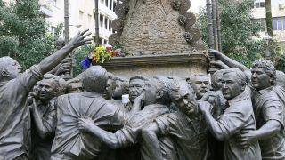 Figuras de bronce del monumento a la Virgen del Rocío, Huelva