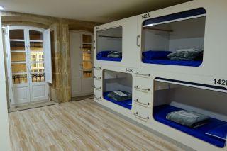 Un dormitorio del Hostel Cross (Lugo)