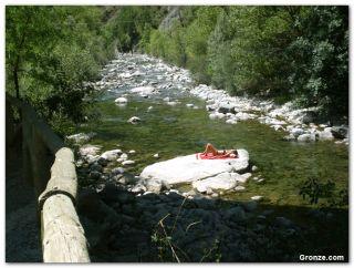 Solarium en el río Aragón