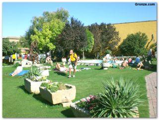 Jardín del albergue 'En el Camino', de Boadilla del Camino