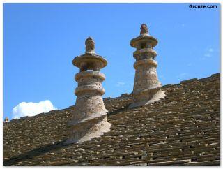 Tradicionales chimeneas cónicas, Castiello de Jaca