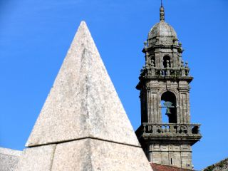 Detalle del Centro Galego de Arte Comtemporánea y del convento de San Domingos, sede del Museo do Pobo Galego