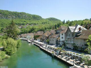 Chanaz a la vera del canal de Savières