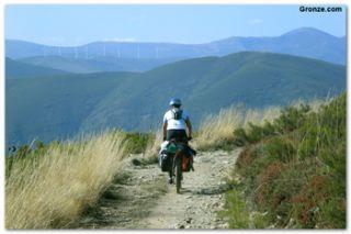 Ciclista en los Montes de León