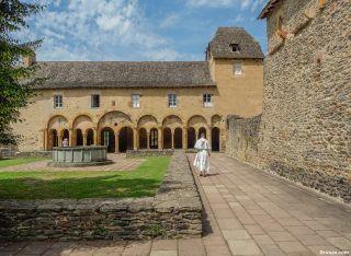 Claustro de la abadía Sainte-Foy de Conques