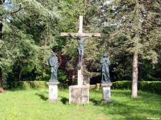 Cristo crucificado cerca de la Chapelle du Calvaire, Castillon-en-Couserans