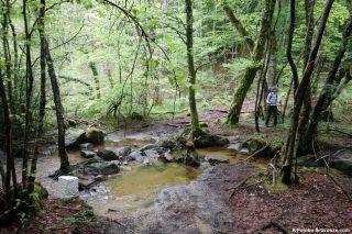 Cruce del regato Salavert, hacia Les Crouzettes