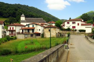 Entrando en Saint-Just-Ibarre