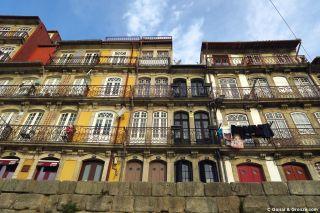Fachadas multicolores en la ribera del Douro (Duero)
