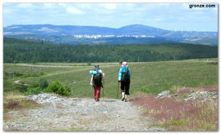 Dos peregrinas de camino a A Fonsagrada