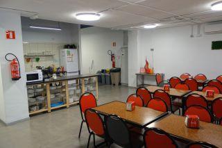 Cocina y comedor del Iron Hostel (Bilbao)