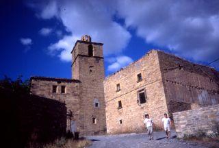 La iglesia de Ruesta hace años, antes de los desplomes de cúpula y bóveda