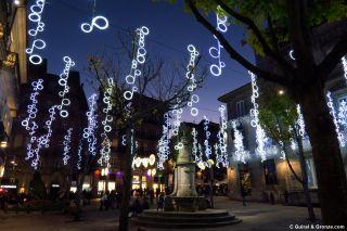 Iluminación navideña en una plaza del centro de Vigo