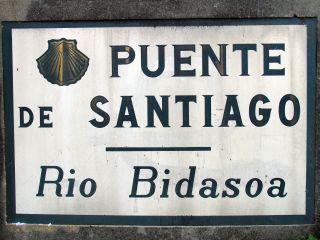 Placa en el puente internacional sobre el Bidasoa (Irún)