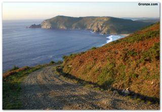 Bajando a Insua, en la vertiente oeste del cabo de Finisterre