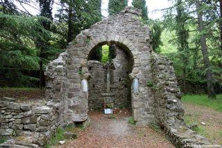 Ruinas de la capilla de Saint-Georges, Lunas