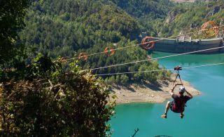 Tirolina en el valle del Tena, Pirineos