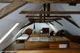 Albergue, con dormitorio de camas bajas y con ropa de cama completa, en Navarrenx (Camino de Le Puy, Francia)