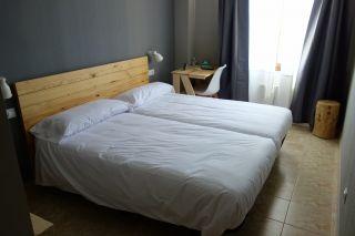 Habitación privada de un nuevo albergue inaugurado en Estella