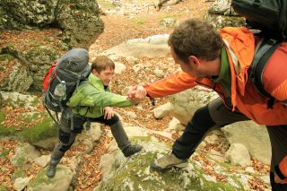 La ayuda entre peregrinos, un valor del Camino de Santiago