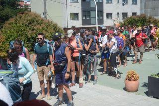 Cola de peregrinos en el albergue público de Pontevedra