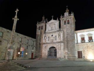 Catedral de Viseu, en la partida más lógica por el momento, a 387 km de Santiago