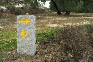 Monolito de señalización del Camino Mozárabe