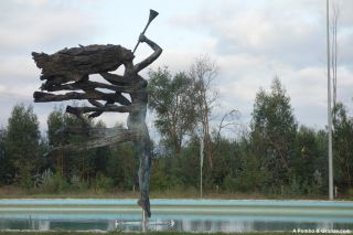Monumento Ao tom dela, entrada en Tondela