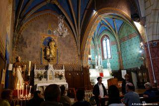 Oración de peregrinos en la iglesia, Navarrenx