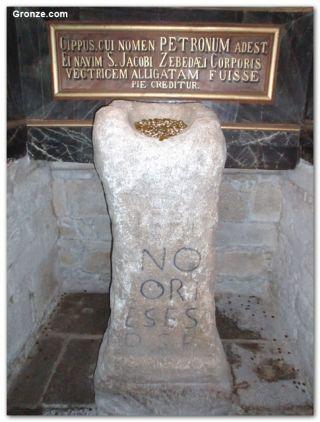 El Pedrón, en la iglesia de Santiago de Padrón
