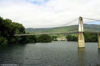 Pasarela colgante sobre el río Sil, de camino a Vilamartín