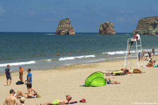Playa de Hendaye, con los Deux-Jumeaux al fondo