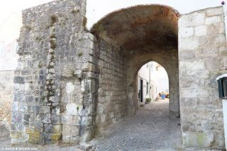 Puerta medieval de Santiago, salida de Santarém